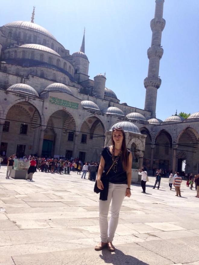 Die blaue Mosche im Hintergrund